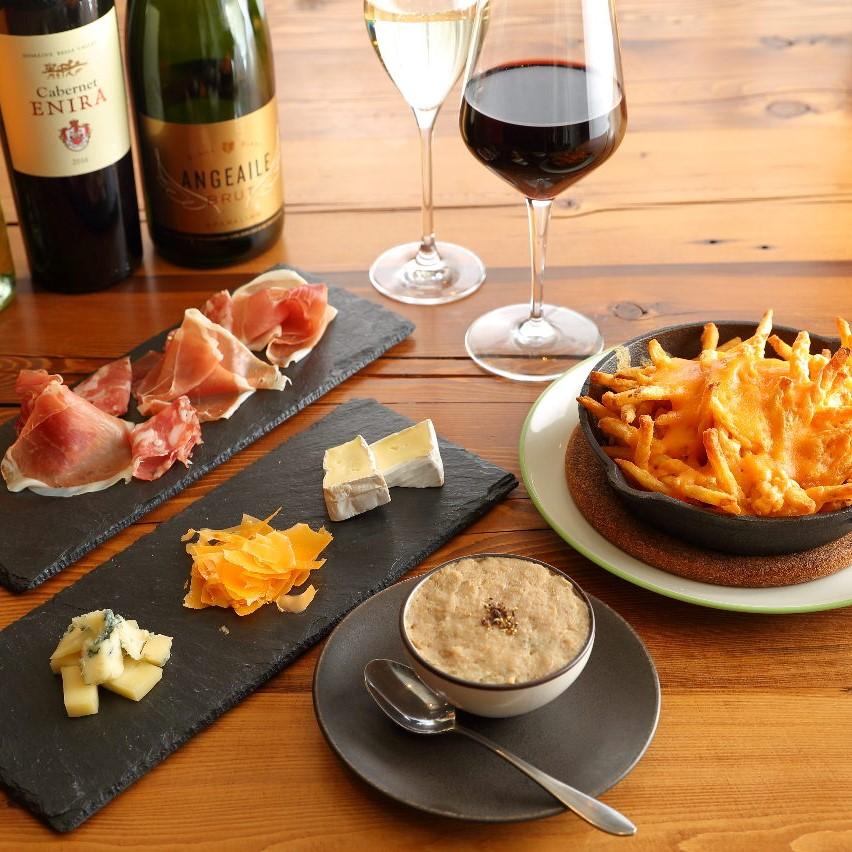 日比谷で世界の厳選銘柄ワインを味わうなら【bar a vin ROTI】へ。